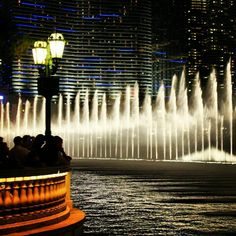 For the late-night crowd #Vegas #Bellagio #Fountains #Lights - @wendys_hat- #vegasbloggers