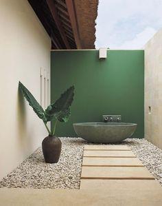 Outdoor bathroom, colour-blocking cream and green