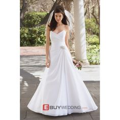 Find classic long outdoor bridal wedding Dress
