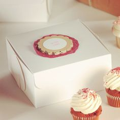 On Wednesdays we suffer from O.C.D (Obsessive Cupcake Disorder) http://selfpackaging.com/en/root/home/boxes-3000-cute-cupcakes-gift-box-80.html?size=2 #cupcakes #sweettreats #yummy