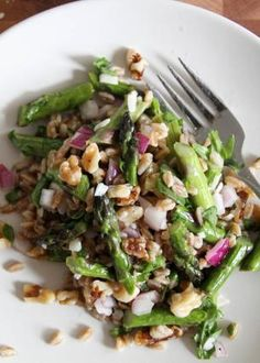 Warm Asparagus, Farro, and Walnut Salad via lattesandleggings.com