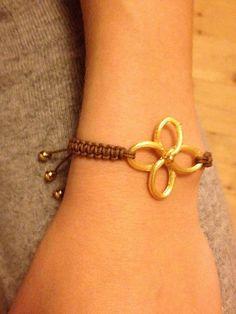 Craft Bracelets - DIY Gold Clover Bracelet