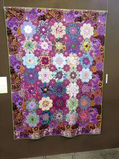 Tokyo Quilt Festival 2014 Octagons.  'Purple Dream' by Hiroko Ninagawa.  Terrific use of color.  This looks llike the 'Russian Rubix' quilt pattern.