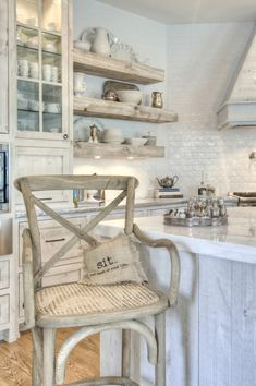 white kitchen love