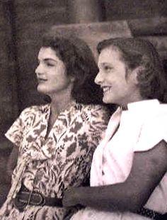 Jacqueline Bouvier Kennedy & sister, Lee