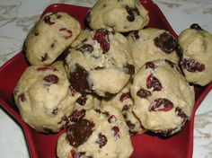 """Chocolate Cranberry Cookies - Mix in a Jar from Food.com: This is posted in response to a request and I have not yet made it. The recipe comes from the """"Gifts for the Cookie Jar"""" cookbook. Times are guesstimates to assemble the jar mix. Substitute a different dried fruit for a different taste."""
