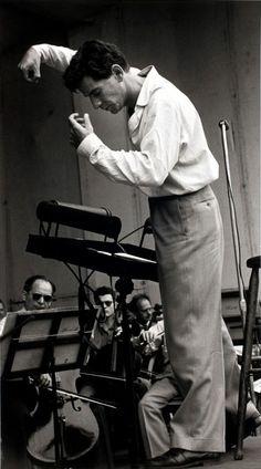 Leonard Bernstein conducting   photo Ruth Orkin 1950