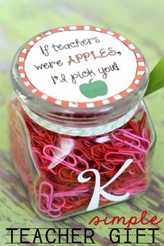 If Teachers Were Apples Id Pick You - CUTE gift idea and free print on { lilluna.com }