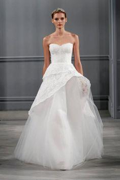 Vestido de novia corte princesa con escote strapless corazón y falda confeccionada con tul - Foto Monique Lhuillier