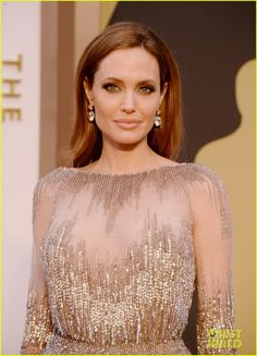 Angelina Jolie - Oscars 2014 Red Carpet. Amazing makeup