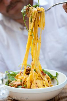 Fettuccine with peas, smoked chicken & sun dried tomatoes