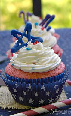 Red White and Blue Stars and Stripes Patriotic Strawberry Cupcakes with Funfetti Frosting Recipe #Red_White_and_Blue #Stars_and_Stripes #Patriotic  #4th_of_July #Cupcakes #Cupcake_Recipes #Strawberry_Cupcakes #Recipes