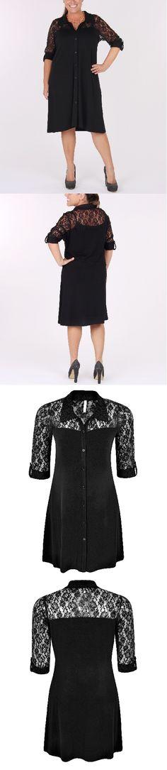Vestido Plus Size com costas e mangas em renda 3/4, com martingale. Fechamento em botões.