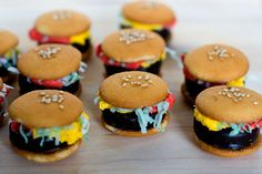 My kids would love to eat this cookie hamburgers!