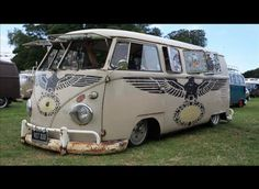 love the hippy bus lol