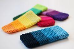 Herringbone phone cover, free crochet pattern on Haakmaarraak.nl!