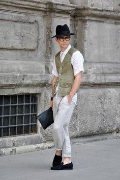 #PelayoDiaz (it boy, blogger y diseñador)  lleva gafas #davidelfin en exclusiva para Opticalia.