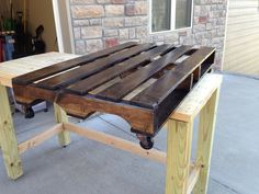 How to Make a Coffee Table From a Pallet