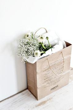 white flowers, spring flowers, brown paper bags, shopping bags, flower shops, flower power, fresh flowers, flower market