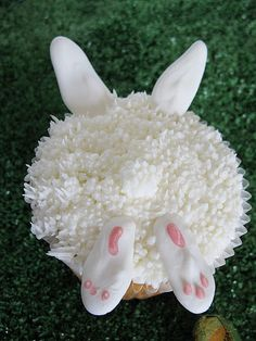 Bunnies in the Grass Cupcakes!! These are cupcakes, but it would be easy to duplicate on cookies. So cute for easter!