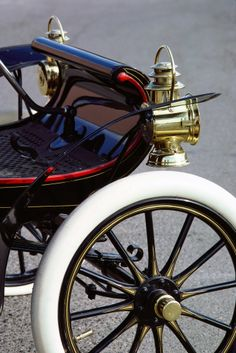 1904 Oldsmobile Runabout (Curved Dash)...