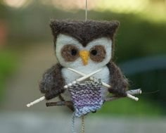 Adorable felted owl who knows how to #knit.