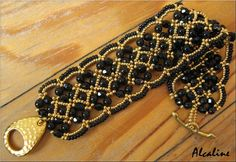Another example of the Maroon Bracelet by Sandrine L (Alcaline) in black & gold.