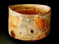 Akira Satake - Chawan, stoneware, yakishime glaze #pottery #Japanese_pottery #ceramics #Japanese_ceramics  #cup #teacup #chawan #tea_bowl #bowl