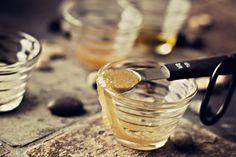 DIY: lip scrub (honey, sugar and olive oil)