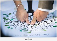 wedding tree thumb print instead of signing wedding guest book, guest books, family trees, thumb prints, famili, family reunions, guestbook, wedding guests, parti