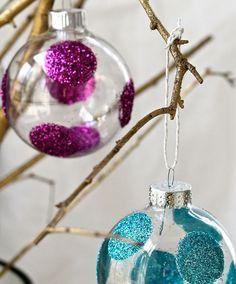 Polka dot ornaments with glitter DIY