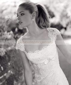 NEW keyhole back lace wedding dress $275 :  wedding alcenon ecuador keyhole back lace nacar pronovias 99 1