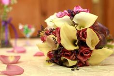 wedding ideas on a budget | single flowers if you are organizing a wedding on a