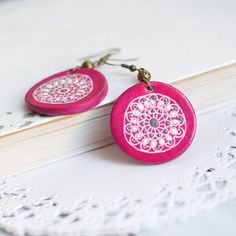 FREE SHIPPING! Hand made raspberry pink abstract earrings, tribal mandala earrings, bohemian earrings, hand painted with acrylic paints on Etsy, US$18.00