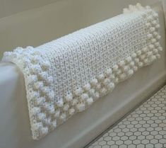 crochet a very nice bath mat for your home. This really is a beautiful design..