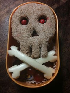 Skull sammie and crossbones made out of string cheese.  Love this!