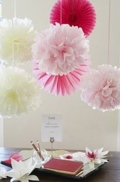 Pompones de papel de seda o papel volantín