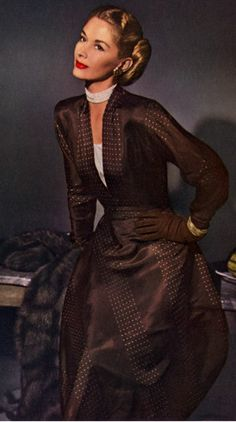 Enka Rayon 1947, Lisa Fonssagrives - Photo by John Rawlings.