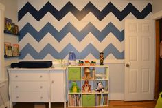 Love the different shades of #blue on this #chevron #accentwall.