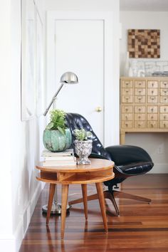 Build this mid century modern table yourself! Click through for instructions via a beautiful mess.