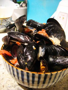 Steamed Mussels in Garlic and White Wine Sauce