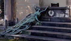 Angel - The Staglieno Cemetery, Genoa - Italy    Burial monument of the CALCAGNO Family  Winged feminine figure. 1904  Sculptor: Adolfo Apolloni