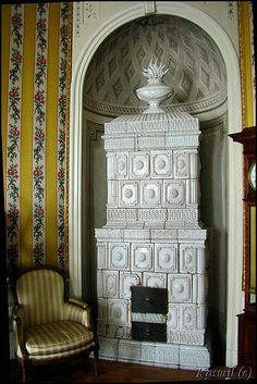 Another one of those beautiful old Scandinavian tiled stoves.
