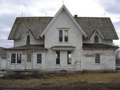 Old farmhouse in Grayslake IL  http://www.city-data.com/picfilesc/picc25960.php