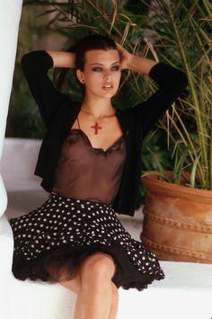 Milla Jovovich (1992)