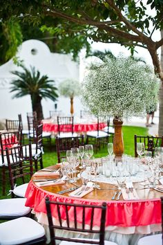 Ombre makes another appearance at this Puerto Vallarta Wedding! http://su.pr/2DtJON / Photography by nyholt.com, Event Planning, Floral & Event Design by thedazzlingdetails.com