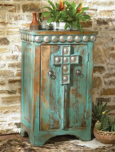 rustic bedrooms, painted furniture, old furniture, rustic look, cabins, iron doors, belts, cross, kitchen cabinets