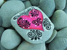 Heart painted rock...lovely scrolls and white dots! Sure would be fn to try this!