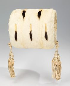 Evening Muff, Late 19thc., American, Made of fur and silk