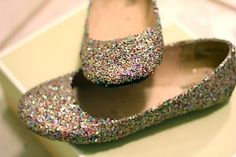 #DIY fashion for New Year's - 12 ideas, including these glitter flats made with Mod Podge
